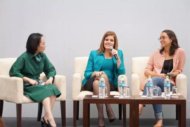 敦煌网ceo王树彤与秘鲁副总统见证