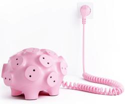 新奇:巴掌大的可爱小猪插座竟有17个插孔