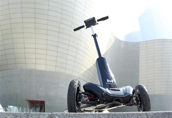 有了这款帅气便宜的电滑板车 上班高峰不被挤怀孕