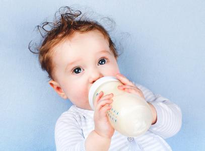 洋奶粉口碑动摇  海淘奶粉冰火两重天